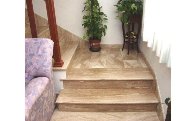 Veined Daino staircase